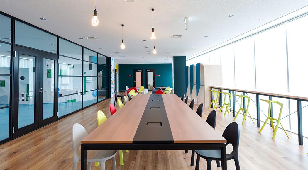 Clivo Miura Stool チェア スタッキング オフィス ロビー 会社 共有スペース 業務用家具