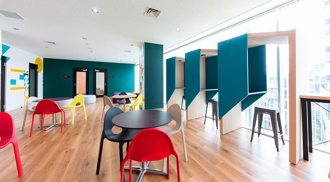 Clivo チェア スタッキング オフィス ロビー 会社 共有スペース 業務用家具