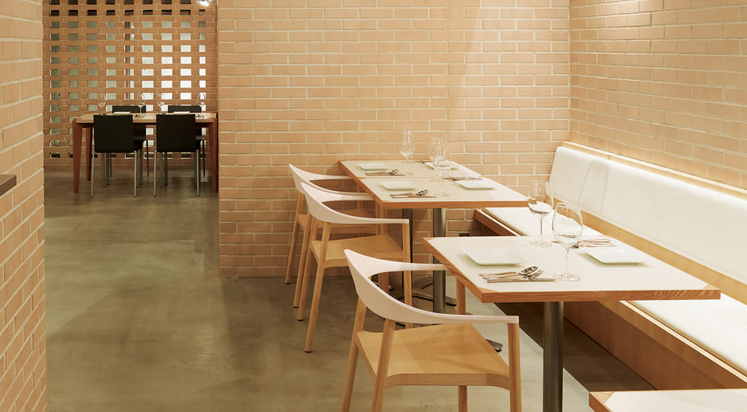 Monza チェア アームあり スタッキング レストラン ホール 店舗 業務用家具